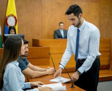 Qual a diferença entre os cargos de promotor e procurador?
